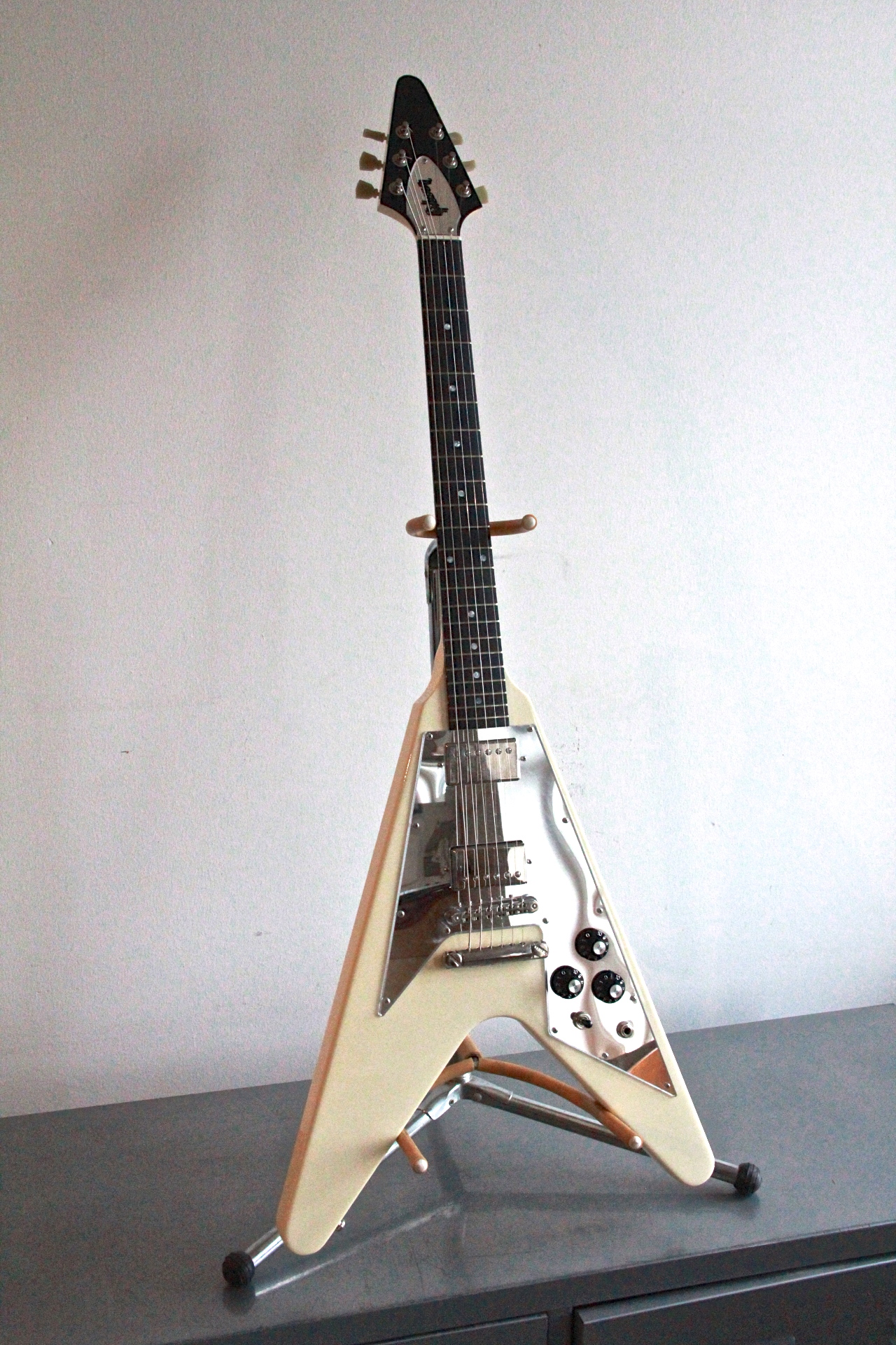 gibson flying v 2001 guitar. Black Bedroom Furniture Sets. Home Design Ideas