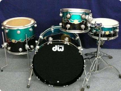Dw Dw Collector's Graphiys Drumset 2012 Course Tribal Band Over Pearlescent Aqua And Black (high Gloss)