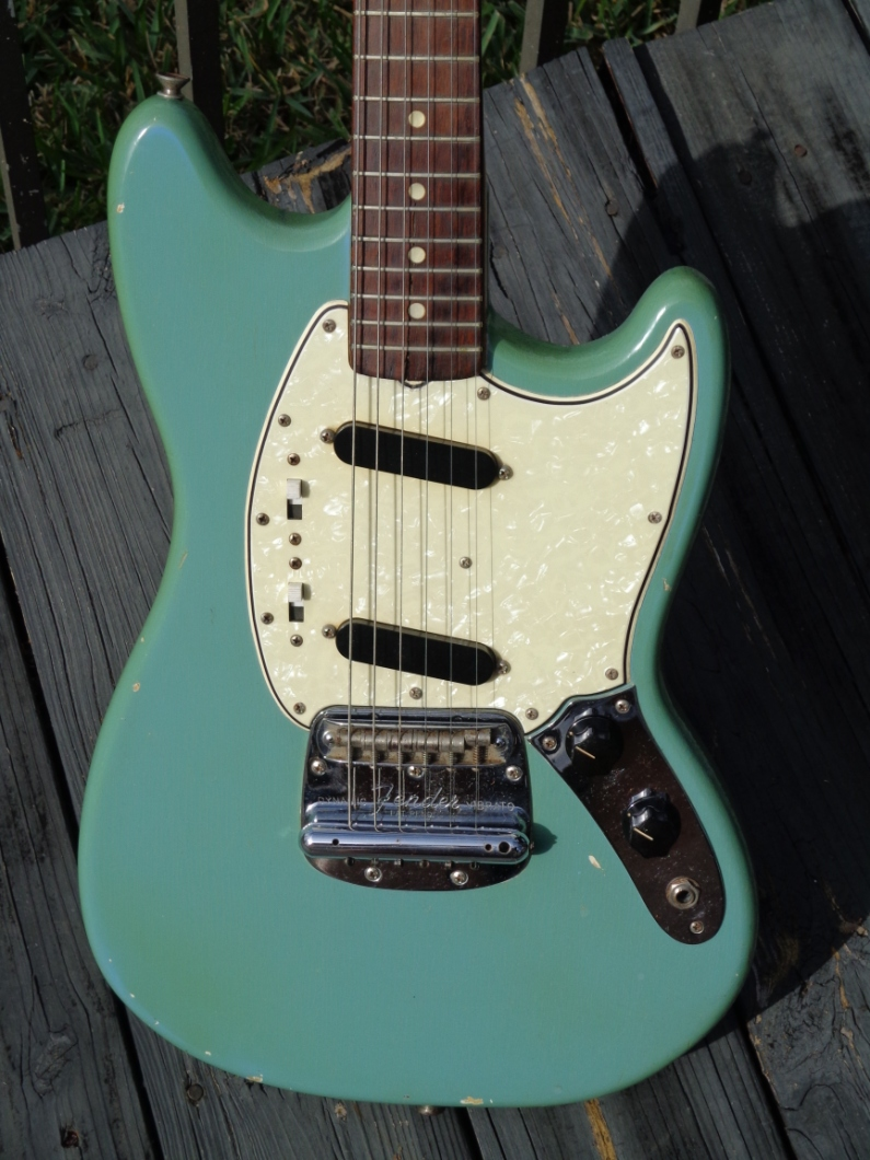 fender mustang 1966 guitar for sale guitarbroker. Black Bedroom Furniture Sets. Home Design Ideas