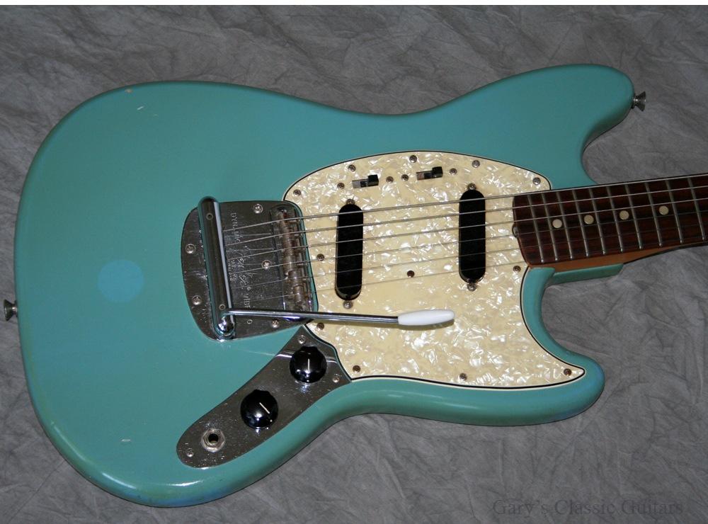 fender mustang 1967 blue guitar for sale garys classic guitars. Black Bedroom Furniture Sets. Home Design Ideas