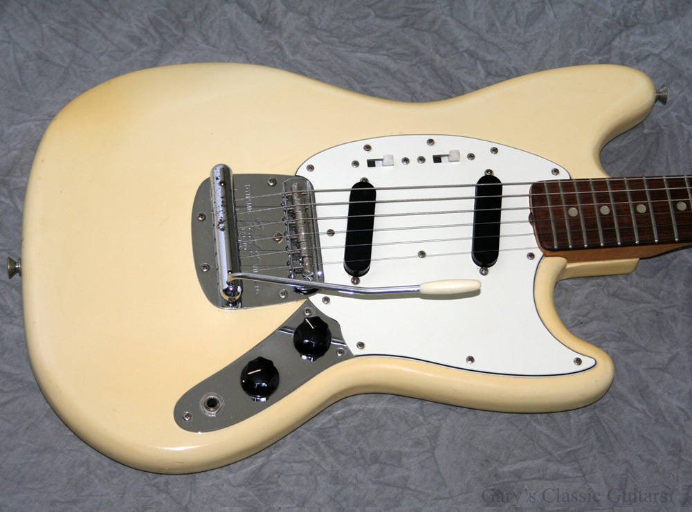 fender mustang 1974 white guitar for sale garys classic guitars. Black Bedroom Furniture Sets. Home Design Ideas