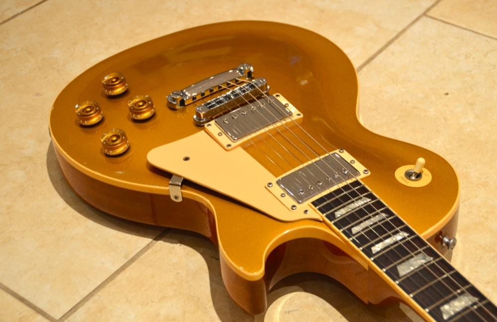 gibson les paul standard 2000 goldtop guitar for sale posh guitars. Black Bedroom Furniture Sets. Home Design Ideas