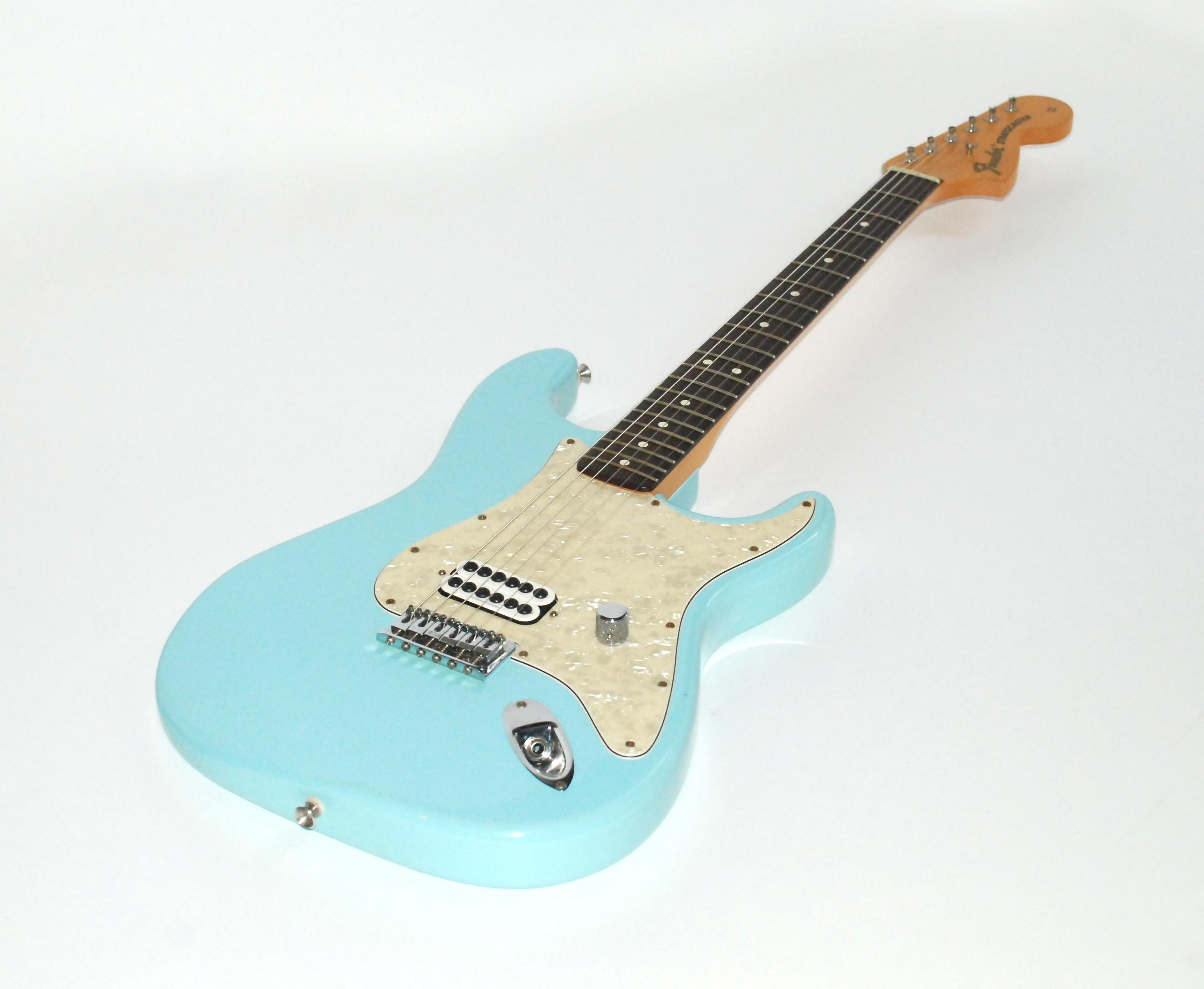 fender stratocaster tom delonge signature 2002 daphne blue. Black Bedroom Furniture Sets. Home Design Ideas