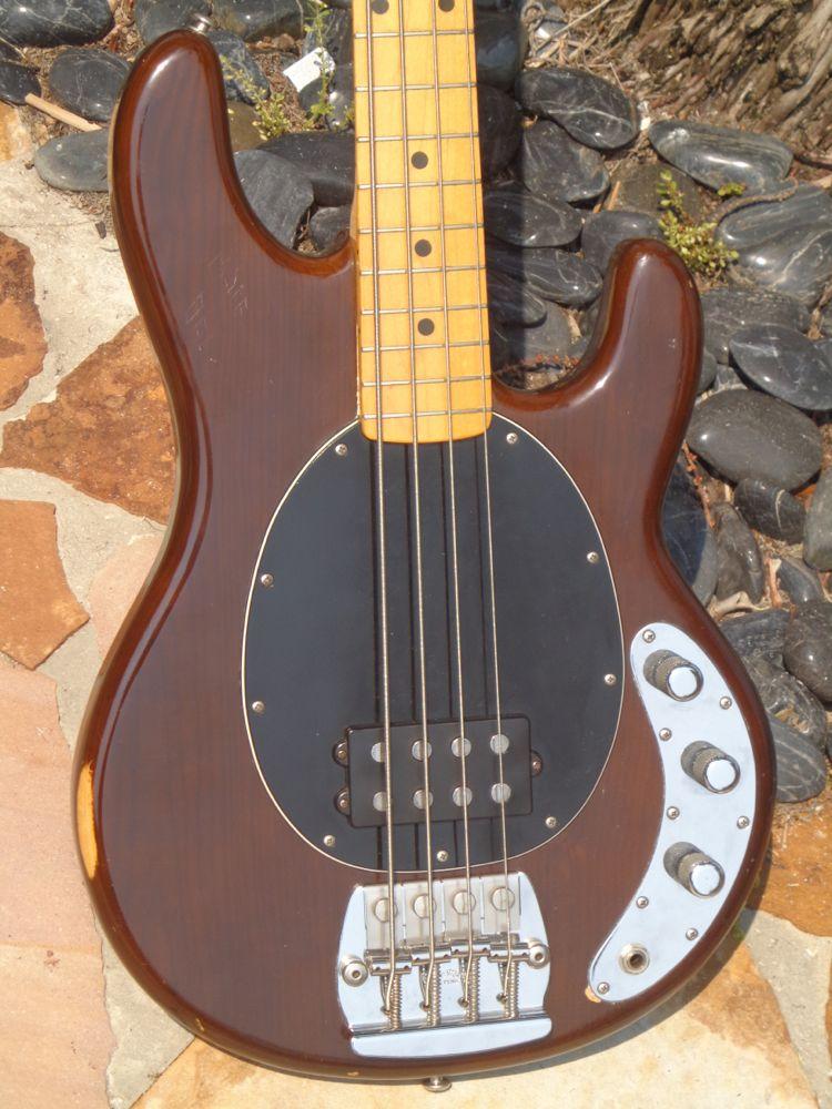 musicman stingray bass 1977 walnut bass for sale guitarbroker. Black Bedroom Furniture Sets. Home Design Ideas