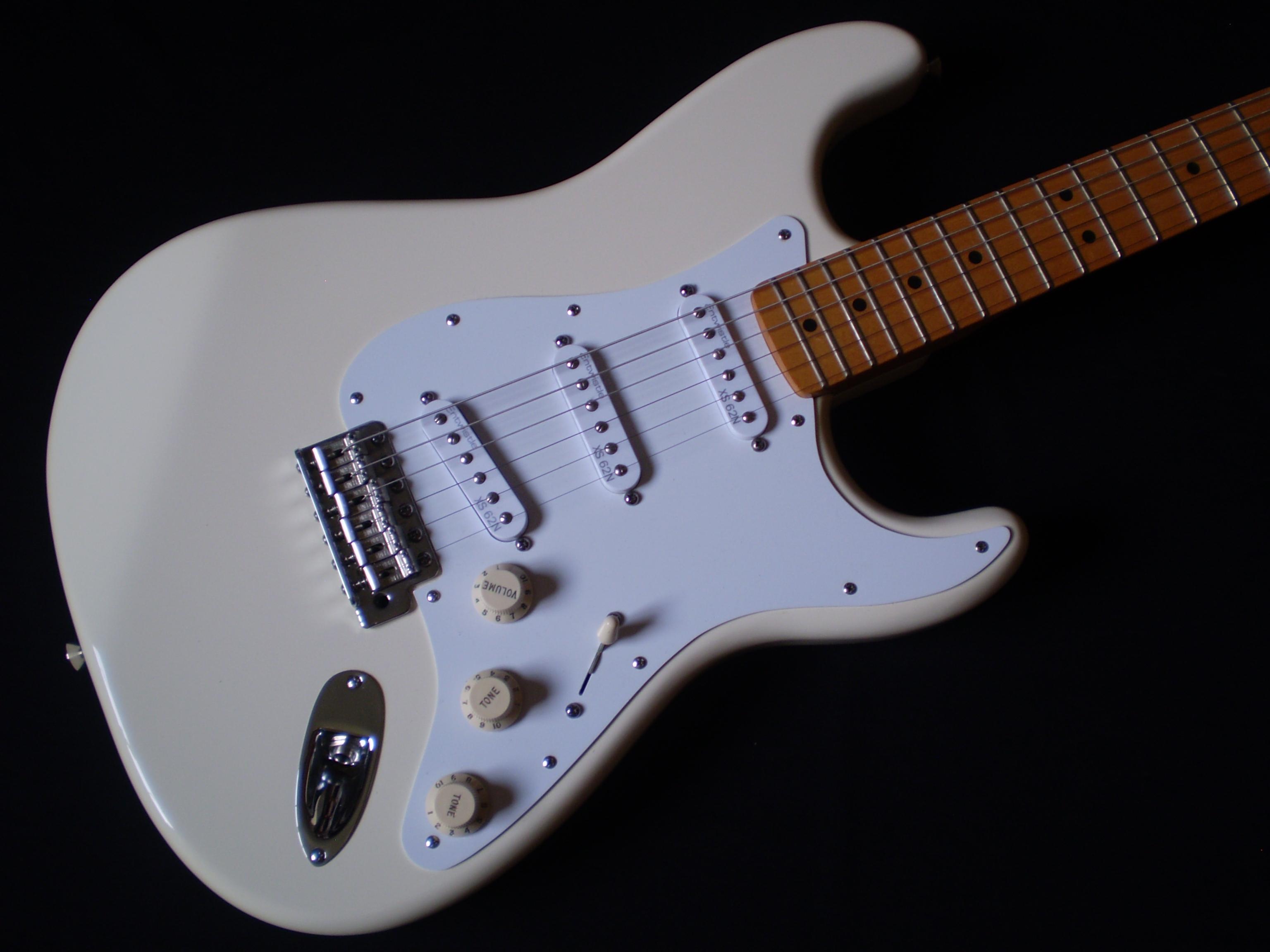 fender jimi hendrix stratocaster 2006 olympic white guitar for sale glenns guitars. Black Bedroom Furniture Sets. Home Design Ideas