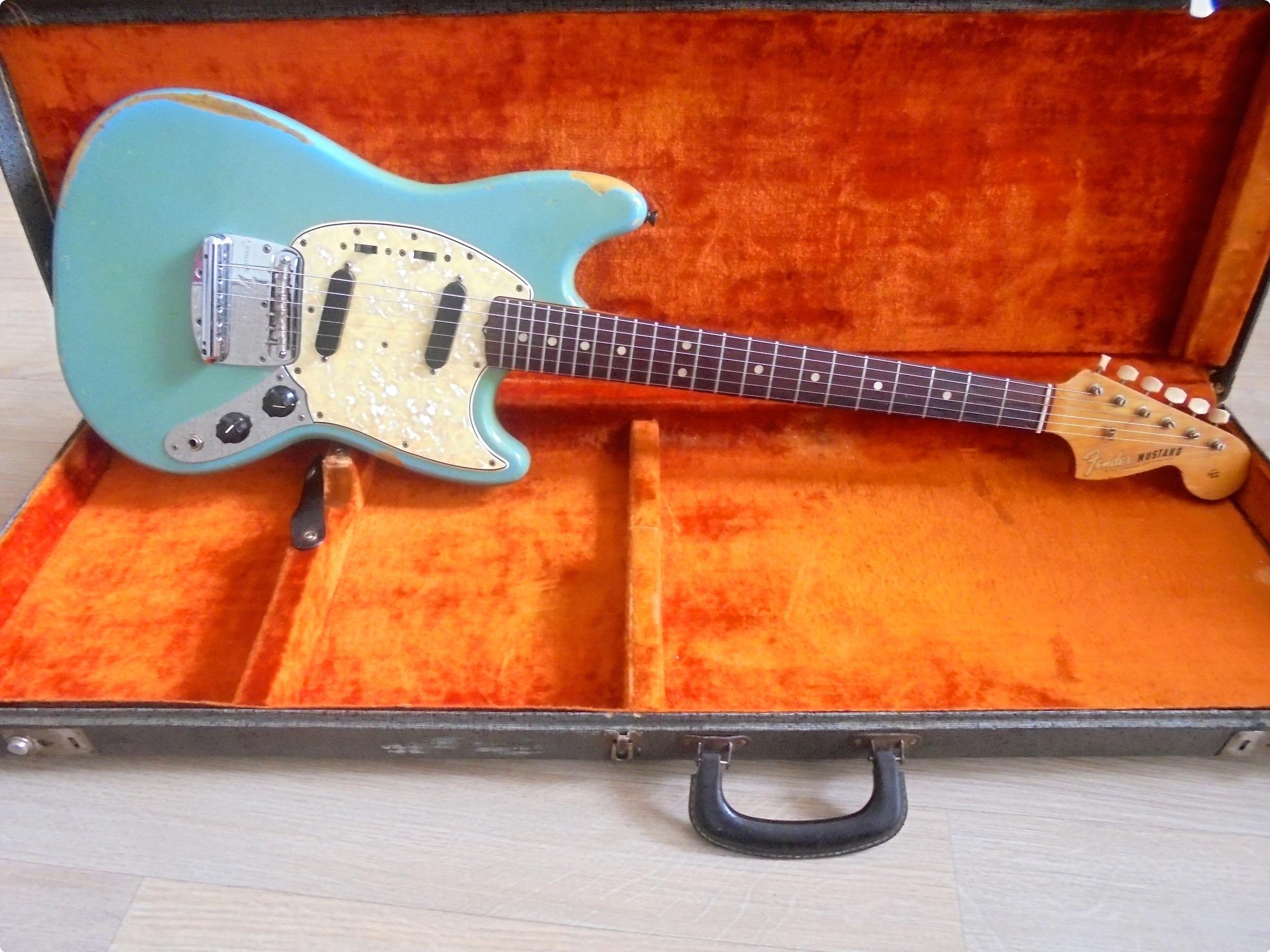 fender mustang 1966 guitar for sale pascal waisapy guitars. Black Bedroom Furniture Sets. Home Design Ideas