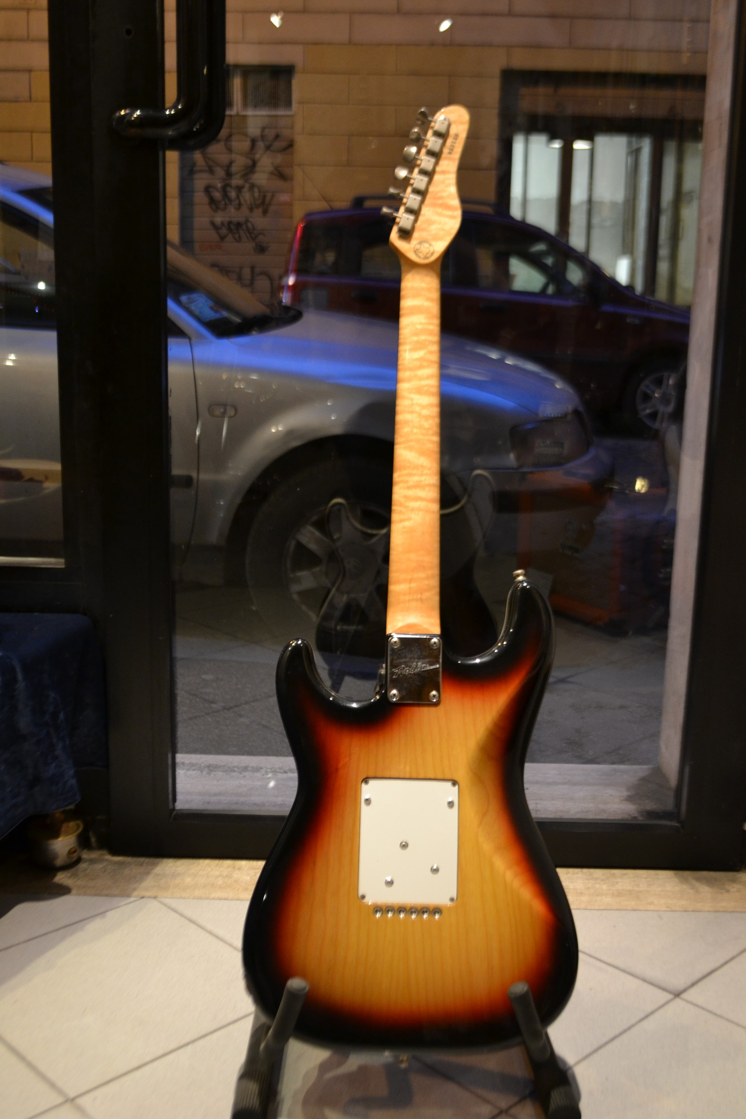 robin ranger 1992 sunburst guitar for sale rome vintage guitars. Black Bedroom Furniture Sets. Home Design Ideas