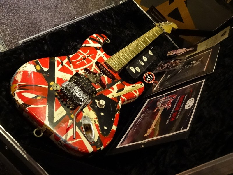 fender evh frankenstein eddie van halen masterbuilt custom shop 2007 stripe guitar for sale rjv. Black Bedroom Furniture Sets. Home Design Ideas