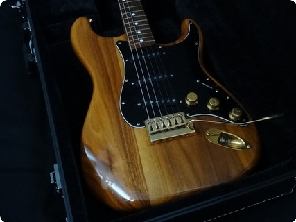fender the strat 1981 walnut guitar for sale rjv guitars. Black Bedroom Furniture Sets. Home Design Ideas