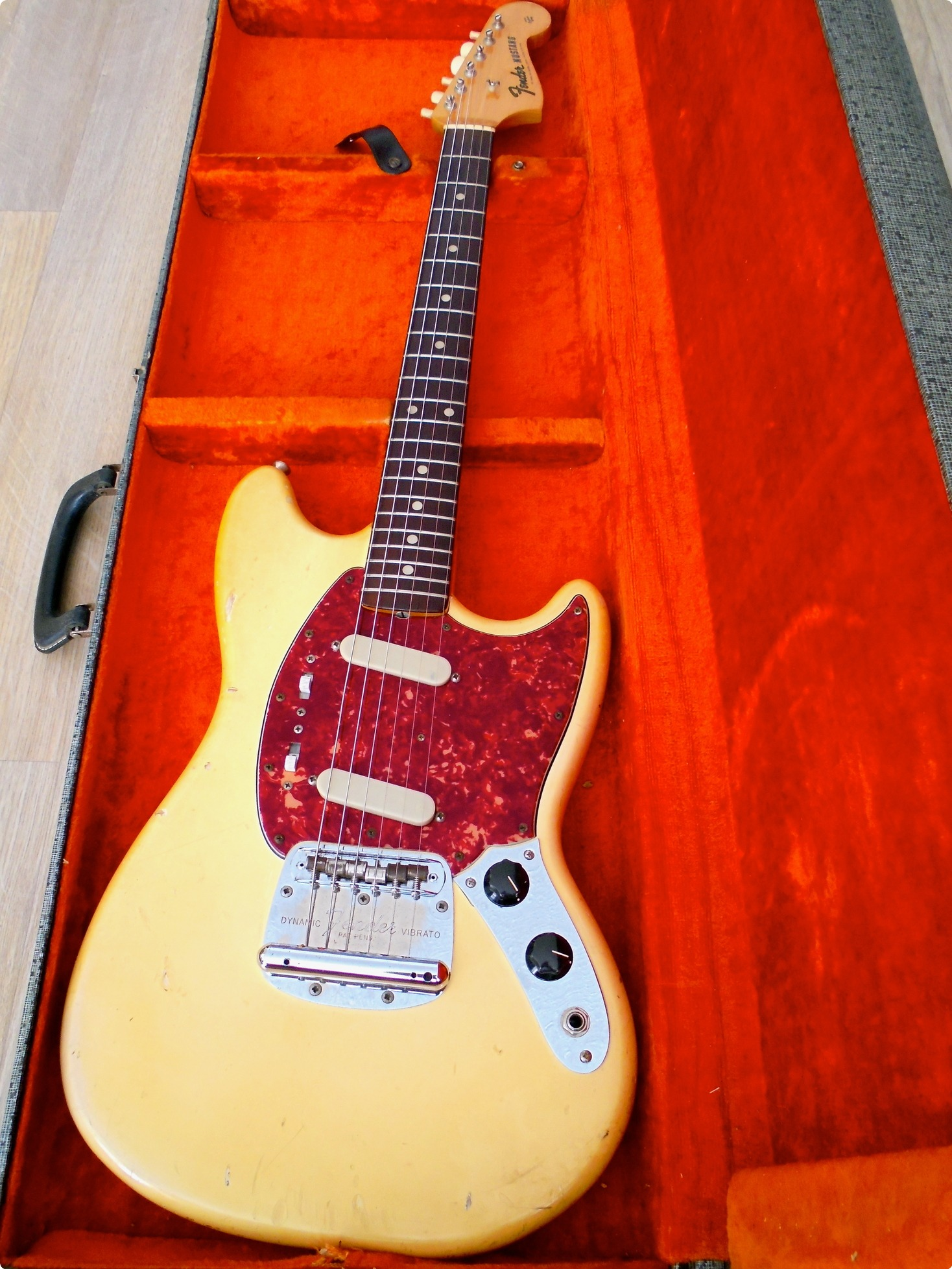 fender mustang 1965 olympic white guitar for sale pascal waisapy guitars. Black Bedroom Furniture Sets. Home Design Ideas