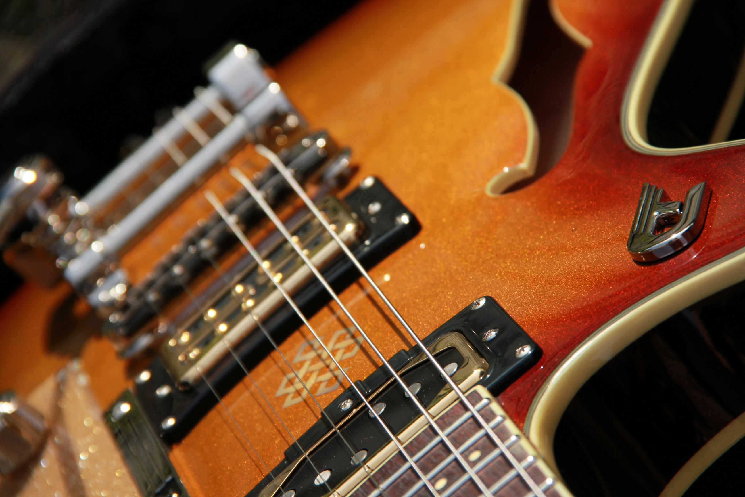 duesenberg joe walsh 2015 goldburst guitar for sale martin s musik kiste. Black Bedroom Furniture Sets. Home Design Ideas