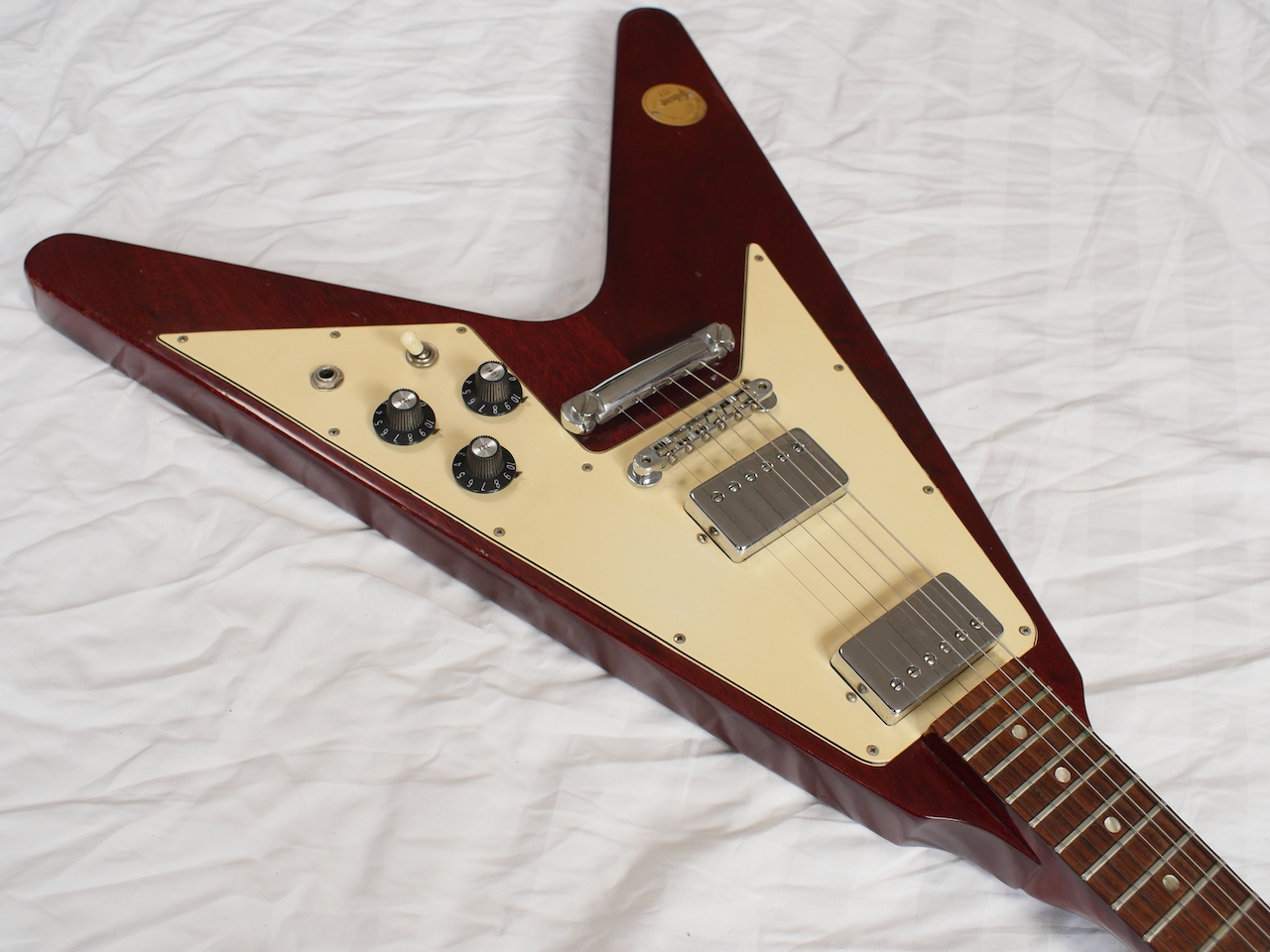 gibson flying v medallion series 1971 cherry red guitar for sale atoyboy guitars. Black Bedroom Furniture Sets. Home Design Ideas