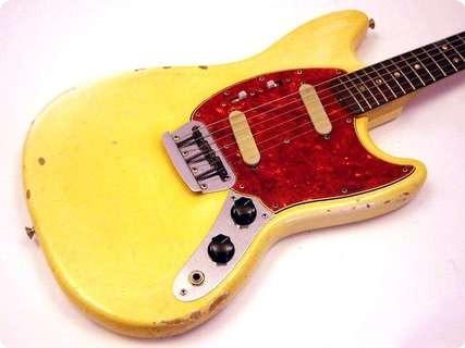 Fender Duosonic 1966 Yellowed White