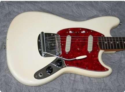 fender mustang 1966 white guitar for sale garys classic guitars. Black Bedroom Furniture Sets. Home Design Ideas