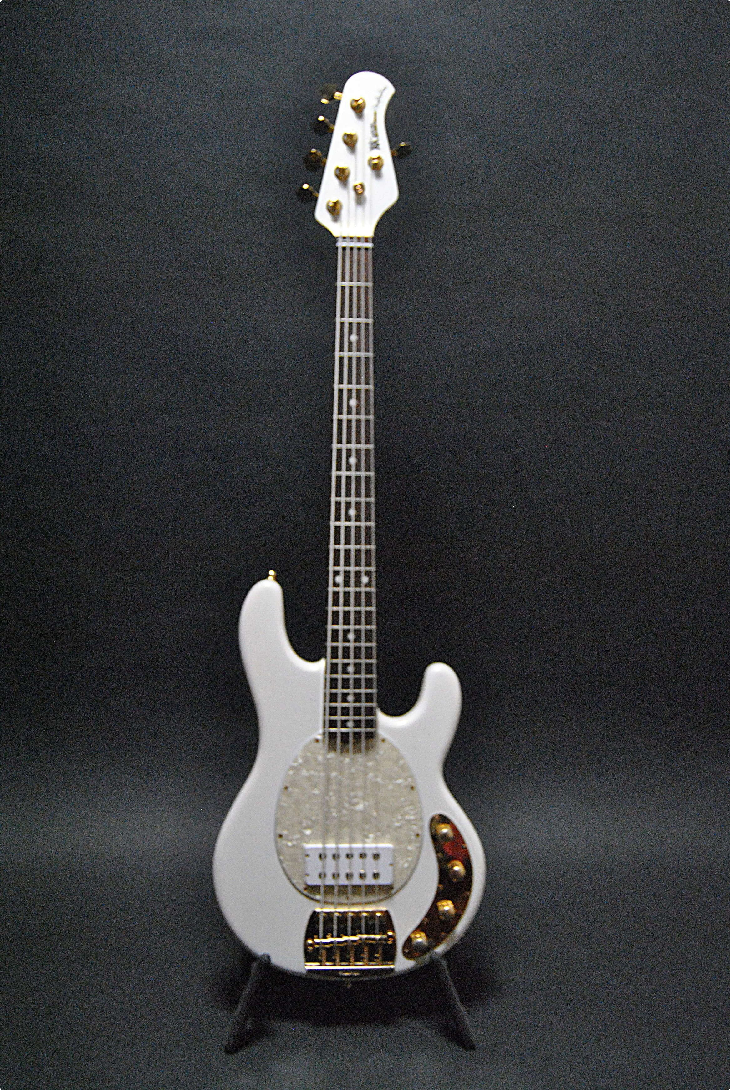 ernie ball music man stingray 5 classic 2012 glided white bass for sale musical trades. Black Bedroom Furniture Sets. Home Design Ideas