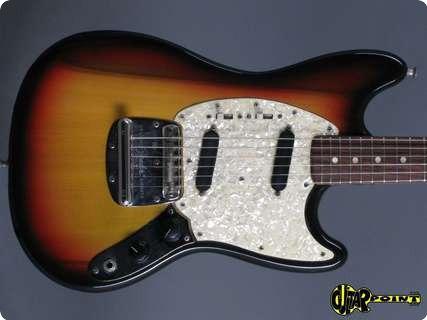 Fender Mustang 1972 3 Tone Sunburst