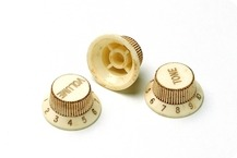 Montreux RETROVIBE SERIES 62 SC Relic Knob Set 246 Fits To Strat 2015 Aged White
