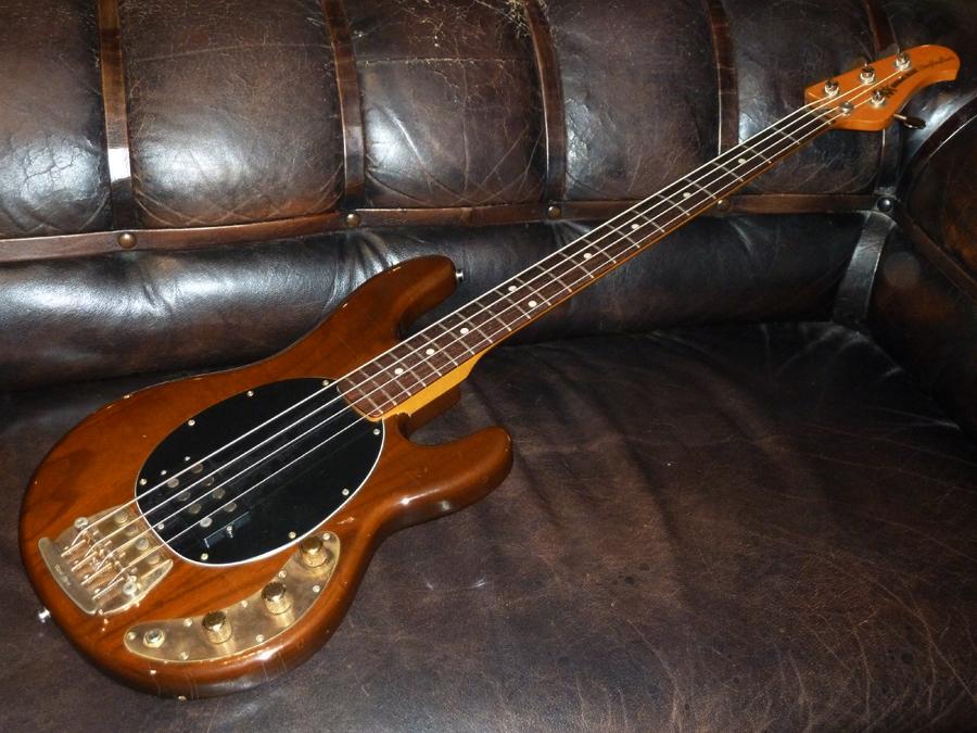 music man stingray 1980 brown chestnut bass for sale plektrum. Black Bedroom Furniture Sets. Home Design Ideas