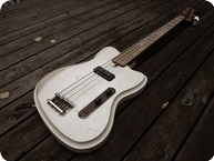 Vuorensaku Guitars T.Family Mama Bass Magnolia White