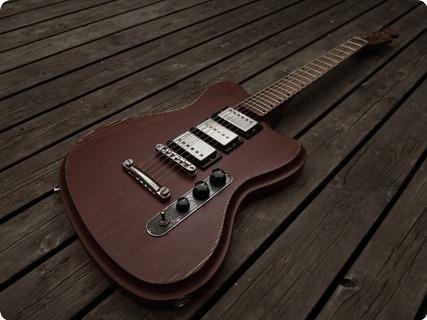 Vuorensaku Guitars T.family  Nc/aged Falu Röd