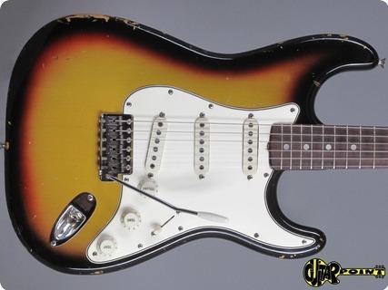 Fender Stratocaster 1966 3 Tone Sunburst