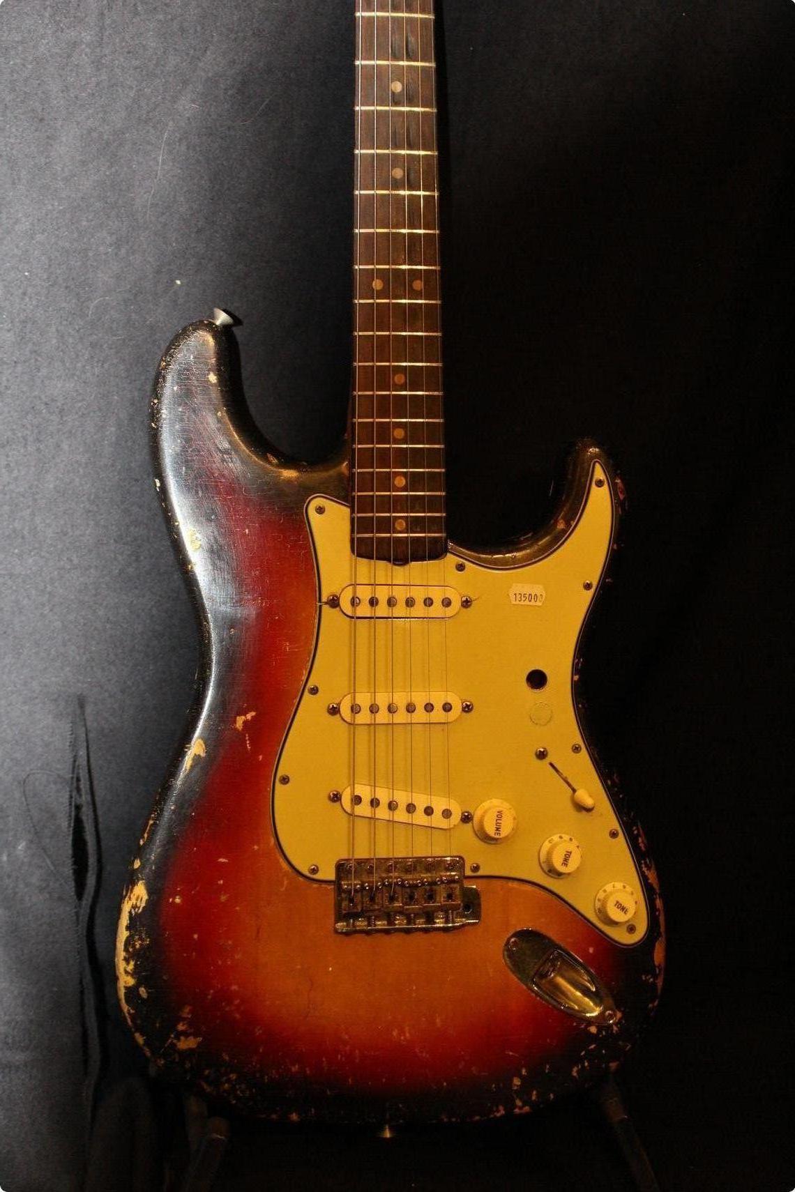 Fender Custom 1963 Stratocaster Relic Black (SN: R85807) | Gino Guitars
