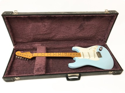 Fender Stratocaster – 57 American Vintage Re Issue – 1982 – Refinished 1982 Daphne Blue