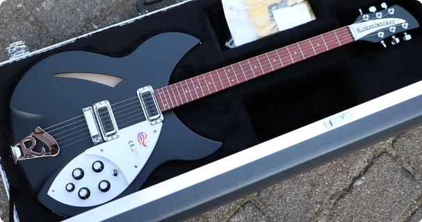 Rickenbacker 330 Matte Black