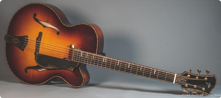 Jürss Guitars Baritone Archtop Sunburst