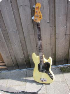 Fender Musicmaster 1978 White/cream