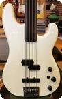 Fender-Jazzbass Fretless-White