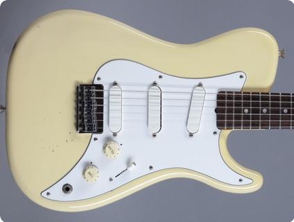 Fender Bullet Deluxe 1982 Olympic White